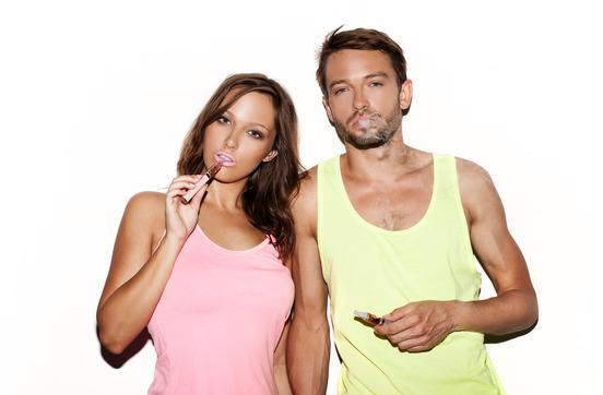 couple smoking e-cigarette